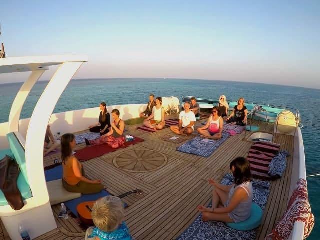 yoga-delfinreise-sonnendeck-01