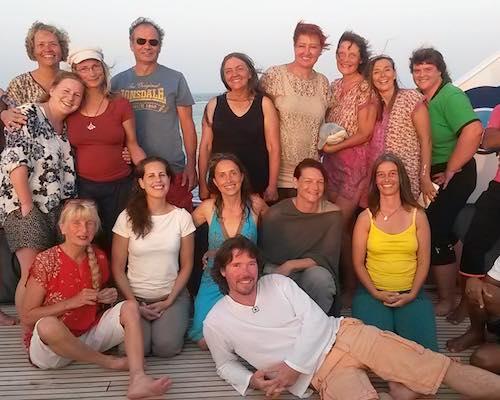 gruppenbild-der-gluecklichen-Teilnehmer